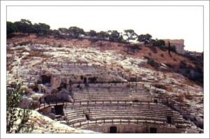 Достопримечательности Сардинии. Амфитеатр Кальяри фото
