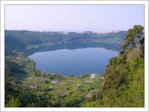 Окрестности Рима. Озеро Неми фото