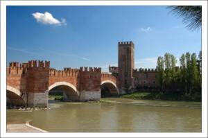 Реки Италии. Скалигеров мост фото