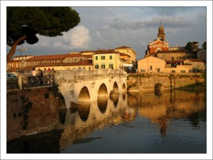 Достопримечательности Римини. Мост Тиберия фото